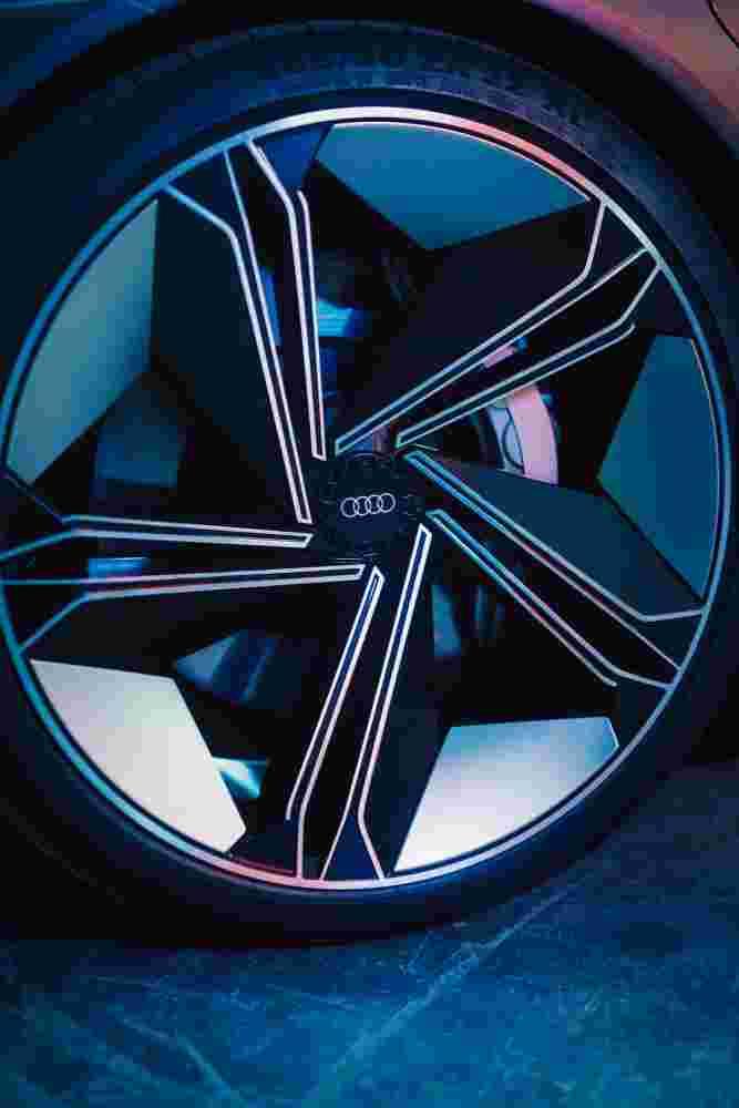 Deanbradshaw Audi Etron5